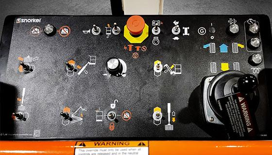 Opgraderet kontrolpanel på Snorkel A62JRT